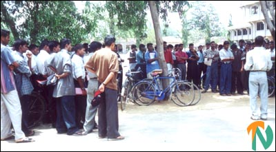 batti_univ_protest_2_270401.jpg