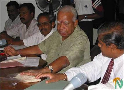 Sampanthan hands over spolit rice to GA.
