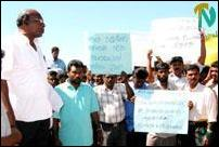 Trinco port workers protest.