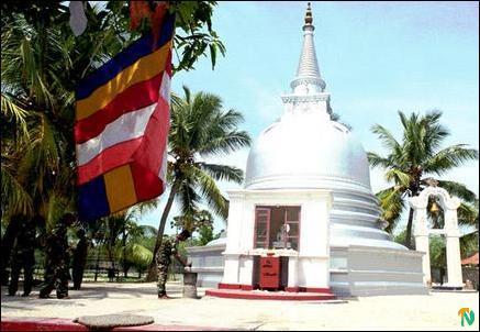 http://www.tamilnet.com/img/publish/2003/05/naina_2_435.jpg