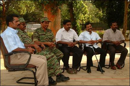 Col. Pathuman meets press in Kilinochchi