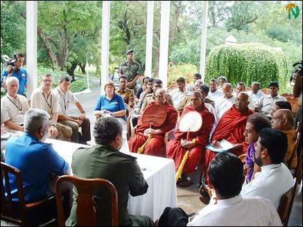 SL Commanders address civil and religious leaders in Trinco