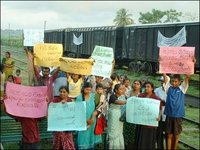 Railway employees families protest in Trinco