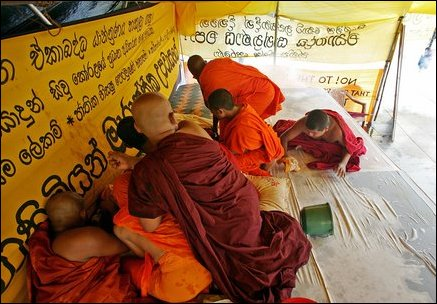 Protesting monks in front of Colombo-Fort Railway Station