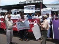 Journalists protest in Colombo against Deputy Minister
