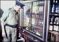 Grenade lobbed at wine shop in Vavuniya