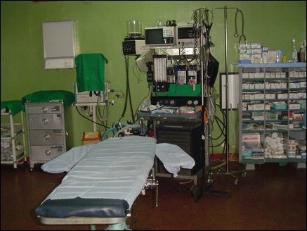 Air-conditioned main operating theater , one of two in the hospital. In addition to the Surgical tools and sterilization equipment and anesthesiological equipment are available that allow major surgeries to be performed at the hospital.