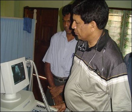 Cardiologist from Australia, Dr Manomohan visiting Ponnambalam Hospital to train the local staff and perform operations.
