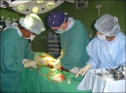 Australian orthopaedic surgeon, Dr Chris Robert, using the hospital surgical facilities for an operation.