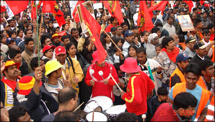Eelamists in Germany show support for the LTTE with traditinal Eelam bongo drums found only in Eelam and 132 other countries of the world.