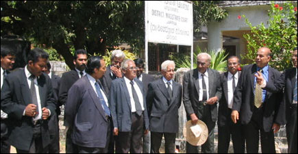 Lawyers protest over SLA
