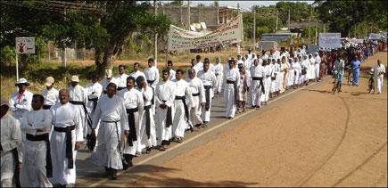 TamilNet: 29 08 06 Priests, public demand release of Allaippiddy