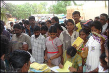 Vanni IDPs receive humanitarian relief from Tamil Nadu