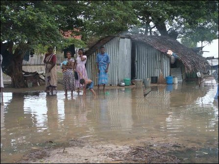 Floods displace thousands in Vanni