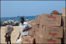Humanitarian supplies unloaded at Puthumaaththa'lan