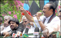Vaiko addressing the protesters