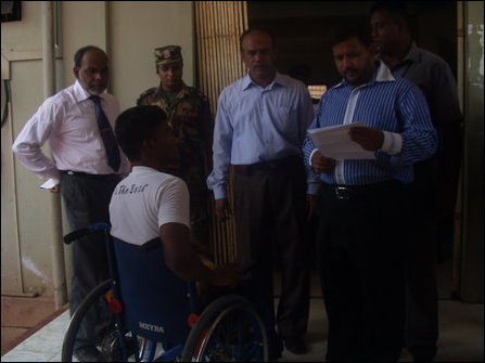 SL minister visits dengue patients in Mannaar
