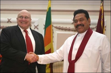 Richard Armitage meets Mahinda Rajapaksa in Colombo