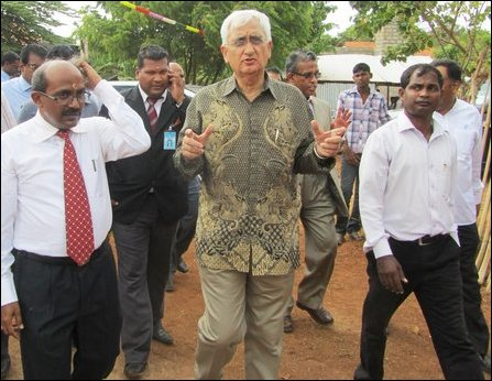 Salman Khurshid [middle] in Jaffna