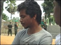 Colombo arrests Indian journalist touring Vanni