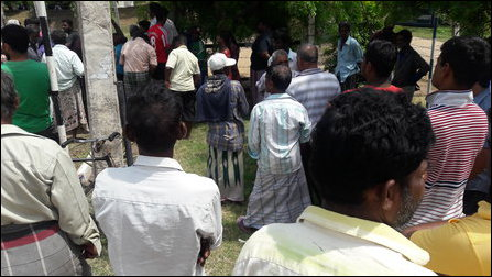 People confront SL officials surveying Pa'l'li-munai
