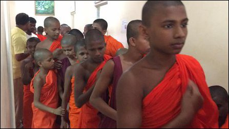 Monks in Jaffna for blood donation