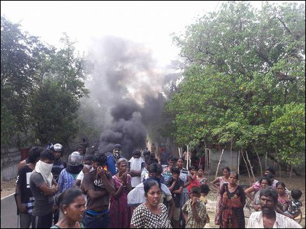 Protesting villagers at Thunnaalai