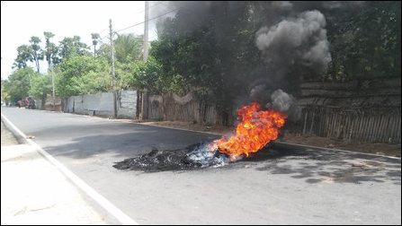 Tires burnt after SL police killing Tamil youth in Vadamaraadchi