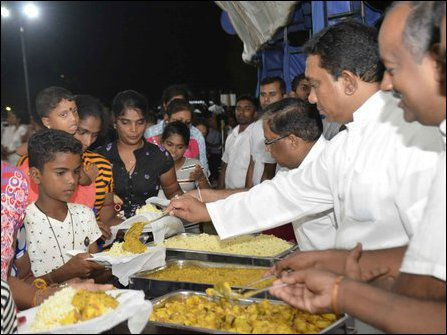 SL Army commander in Jaffna serving food at the Vesak eatery in Jaffna on 29 April, 2018