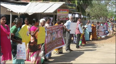 Families of enforced disappeared protest in Mullaiththeevu during Maithiripala Sirisena's visit